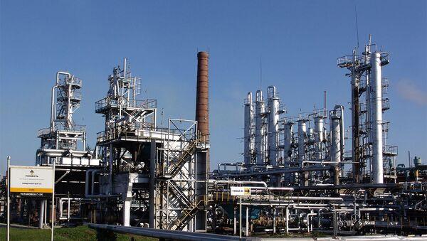 Кременчугский нефтеперерабатывающий завод - Sputnik Азербайджан