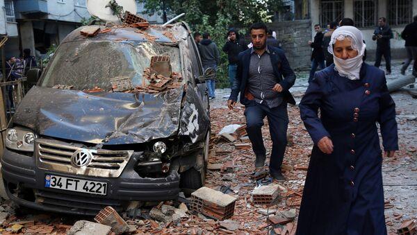 Взрыв рядом со зданием городской полиции в Диярбакыре - Sputnik Азербайджан