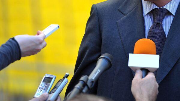Журналисты и интервьюер, фото из архива - Sputnik Азербайджан