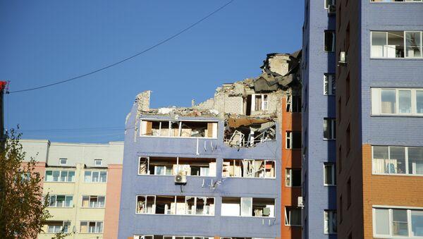 Разбор завалов на месте взрыва бытового газа в жилом доме в Рязани - Sputnik Азербайджан