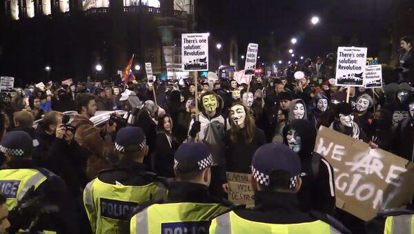 Сторонники хакерского движения Anonymous прошли маршем по центру Лондона - Sputnik Азербайджан