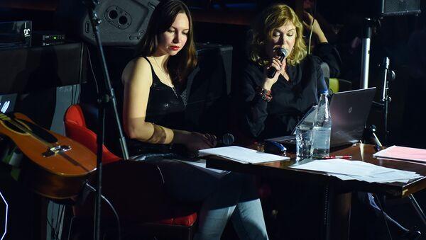 В Баку прошел творческий вечер поэта Светланы Лаврентьевой и писателя Натальи Тованчевой - Sputnik Азербайджан
