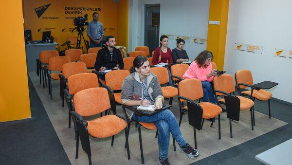 Пресс-конференция на тему Об успехе картины Али и Нино и тенденциях в национальном кино в мультимедийном пресс-центре Sputnik Азербайджан. - Sputnik Азербайджан