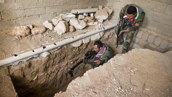 Бойцы курдского ополчения (пешмерга) во время операции - Sputnik Азербайджан