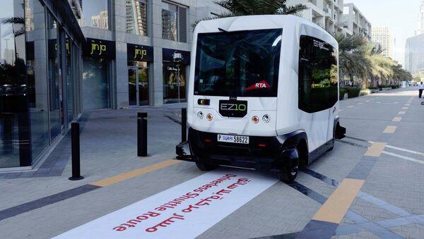 Автомобили без водителя тестируют в Дубае - Sputnik Азербайджан