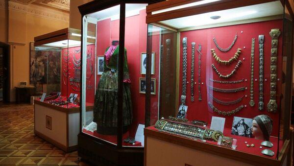 Выставка Украшения женской одежды - Sputnik Азербайджан