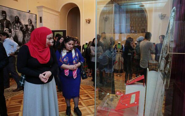 Выставка Украшения женской одежды в Национальном музее истории Азербайджана - Sputnik Азербайджан
