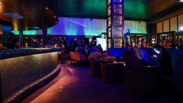 Посетители одного из ночных клубов Баку, фото из архива - Sputnik Азербайджан