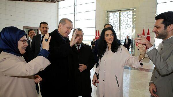 Эрдоган сосватал марокканскую королеву красоты за турецкую кинозвезду - Sputnik Azərbaycan