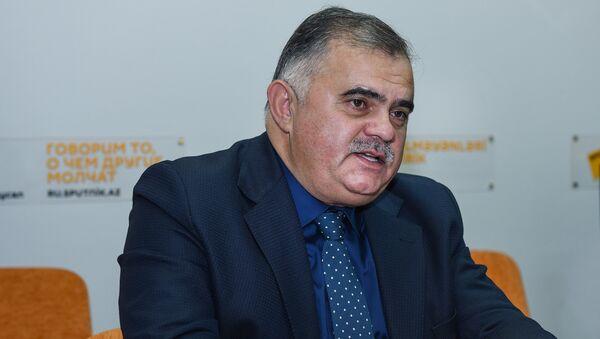 Политолог Арзу Нагиев в Мультимедийном пресс-центре Sputnik Азербайджан - Sputnik Азербайджан