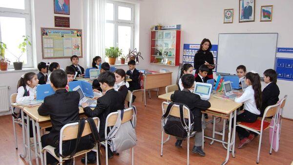 Учебный процесс в одной из школ города Баку, фото из архива - Sputnik Азербайджан