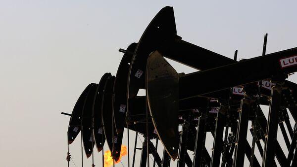 Нефтяные насосы в Бахрейне, фото их архива - Sputnik Азербайджан