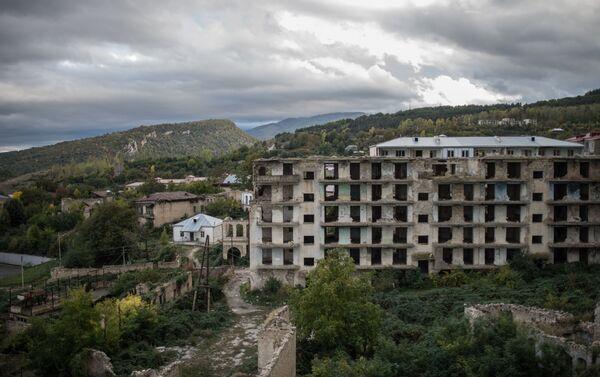 Şuşa şəhərində ermənilər tərəfindən dağıdılmış evlər - Sputnik Azərbaycan