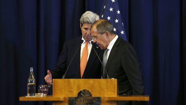 Госсекретарь США Джон Керри и министр иностранных дел России Сергей Лавров ведут обсуждения во время совместной пресс-конференции в Женеве, 9 сентября 2016 года - Sputnik Азербайджан
