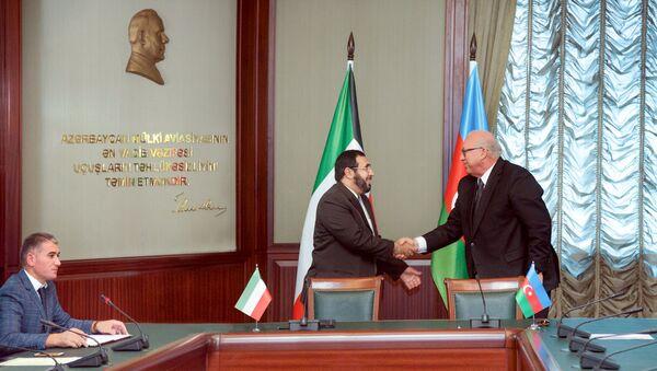 Президент AZAL Джахангир Аскеров и главный директор Управления гражданской авиации Кувейта Юсиф Аль-Фузан подписали межправительственное соглашение об авиасообщении - Sputnik Азербайджан