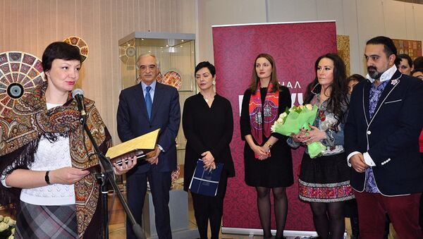 Выставка, посвященная мотивам азербайджанского ковра в творчестве Гамы Меликовой - Sputnik Азербайджан