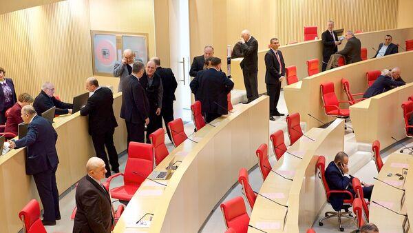 Депутаты в зале заседаний парламента Грузии, архивное фото - Sputnik Азербайджан