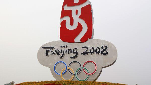 Олимпийская символика 2008 на площади Тяньаньмэнь в Пекине - Sputnik Азербайджан