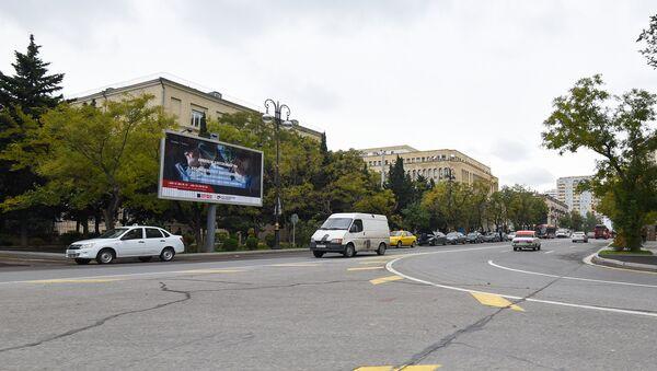 Bakıda reklam lövhəsi, arxiv şəkli - Sputnik Azərbaycan