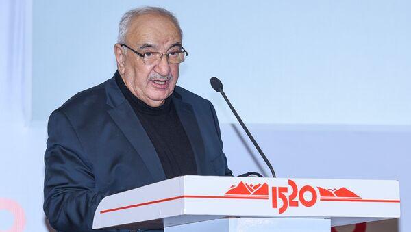 Вице-премьер Азербайджана Абид Шарифов выступает на железнодорожном бизнес-форуме Стратегическое партнерство 1520: Каспийский регион - Sputnik Азербайджан