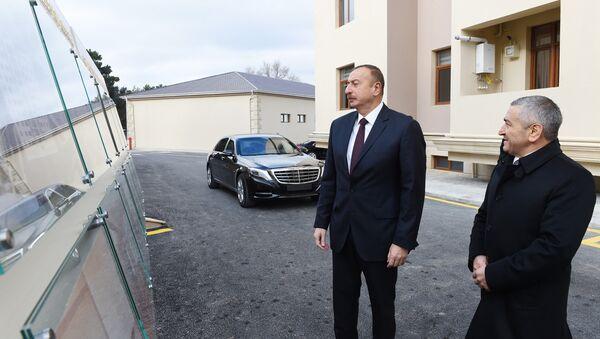 Ильхам Алиев принял участие в открытии нового жилого здания, построенного в Сабунчинском районе - Sputnik Азербайджан