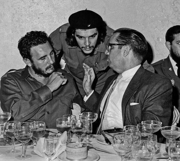 Фидель Кастро и Эрнесто Че Гевара - Sputnik Азербайджан