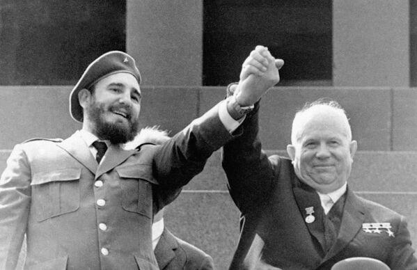 Фидель Кастро и Никита Хрущев - Sputnik Азербайджан