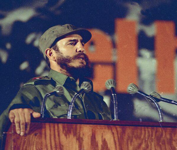 Фидель Кастро в 1969 году - Sputnik Азербайджан