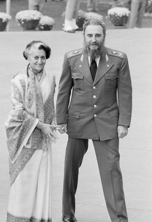 Фидель Кастро и Индира Ганди - Sputnik Азербайджан