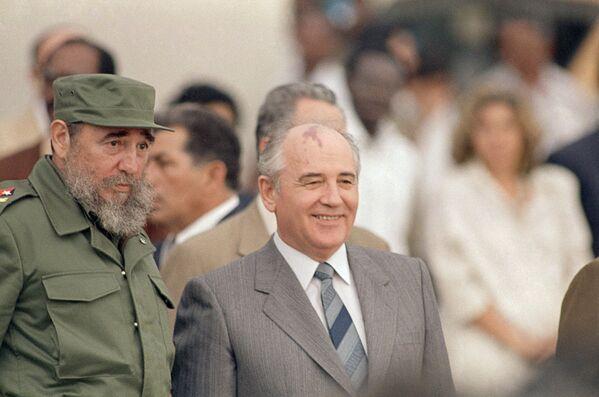 Фидель Кастро и Михаил Горбачев - Sputnik Азербайджан