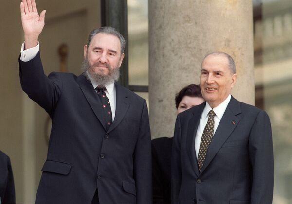 Фидель Кастро и Франсуа Миттеран - Sputnik Азербайджан