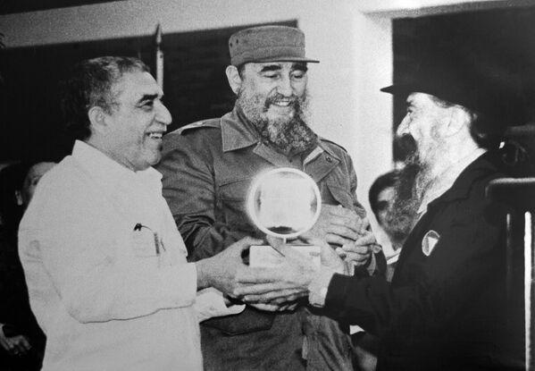 Фидель Кастро и Габриэль Гарсиа Маркес - Sputnik Азербайджан