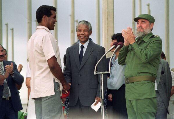 Фидель Кастро и Нельсон Мандела - Sputnik Азербайджан