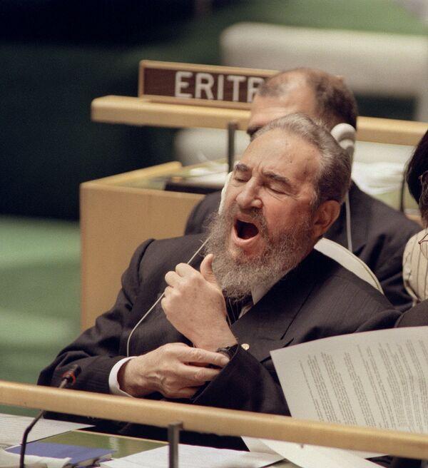 Фидель Кастро в штаб-квартире ООН в Нью-Йорке - Sputnik Азербайджан