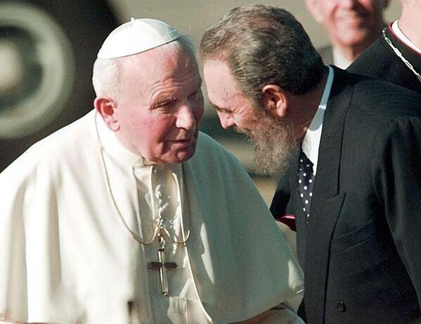 Фидель Кастро и Папа Иоанн Павел II - Sputnik Азербайджан