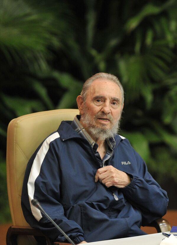 Фидель Кастро на съезд Коммунистической партии Кубы - Sputnik Азербайджан