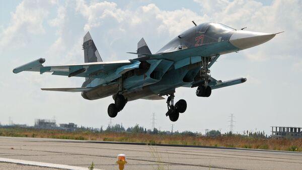 Российский истребитель-бомбардировщик Су-34 в Сирии, фото из архива - Sputnik Азербайджан