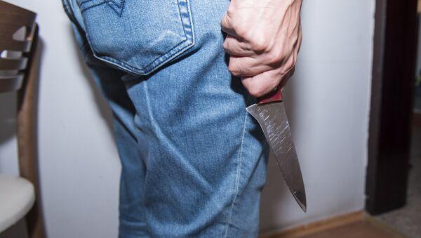 Мужчина с ножом, фото из архива - Sputnik Азербайджан