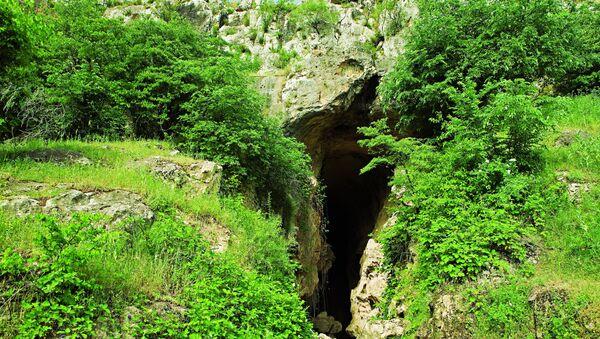Азыхская пещера на территории оккупированного Арменией Ходжавендского района Азербайджана, фото из архива - Sputnik Азербайджан