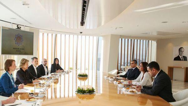 Президент Фонда Гейдара Алиева Мехрибан Алиева встретилась с делегацией, возглавляемой баронессой Николсон - Sputnik Азербайджан