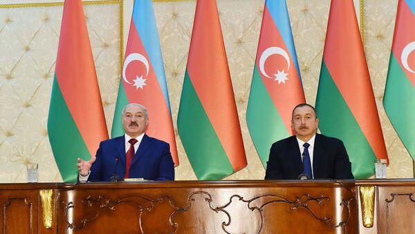 Президенты Азербайджана и Беларуси Ильхам Алиев и Александр Лукашенко выступают с совместным заявлением для прессы - Sputnik Азербайджан