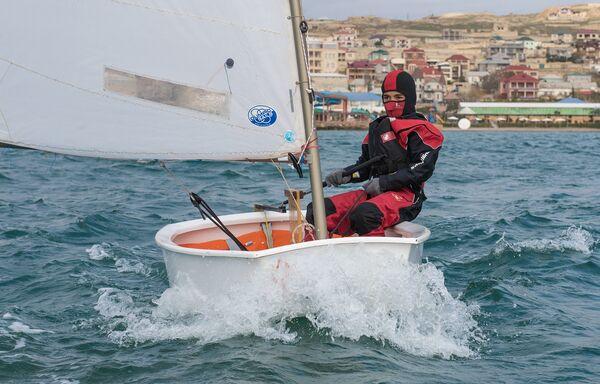 Зимняя тренировка Федерации парусного спорта Азербайджана - Sputnik Азербайджан