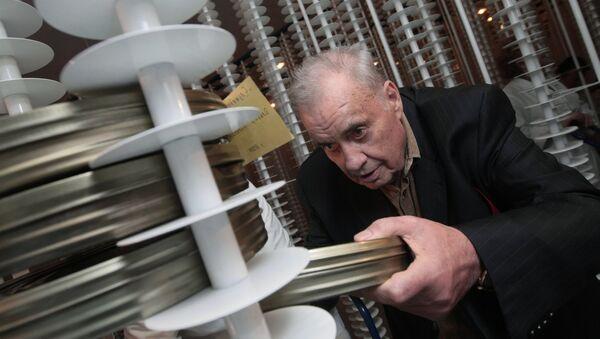 Кинорежиссер Эльдар Рязанов в новом здании Государственного фонда кинофильмов РФ, куда перевозят все архивы - Sputnik Азербайджан
