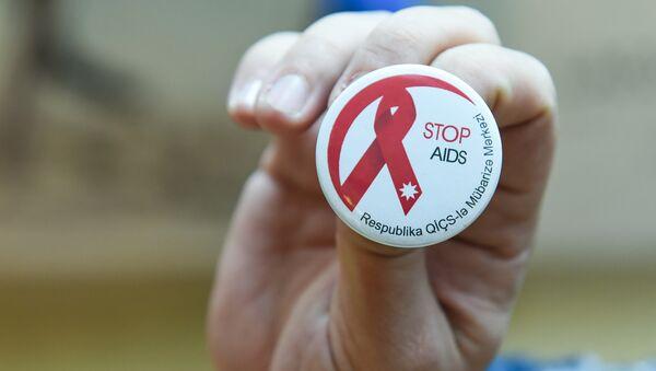 Нагрудный знак Республиканского центра борьбы со СПИДом - Sputnik Азербайджан