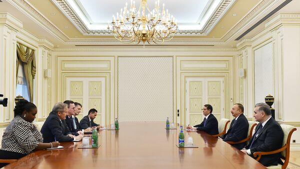 Президент Азербайджана Ильхам Алиев принял делегацию во главе с заместителем советника министра торговли США по региону Европы, Среднего Востока и Африки Майклом Лалли - Sputnik Азербайджан