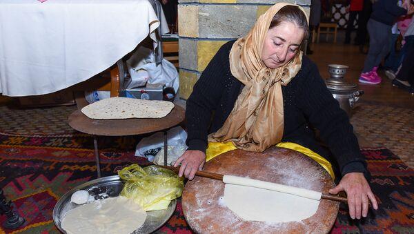 Выпечка лаваша, фото из архива - Sputnik Азербайджан