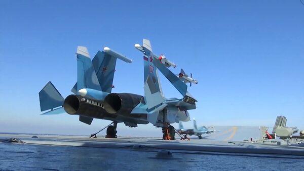 Крейсер Адмирал Кузнецов и СКР Адмирал Григорович впервые задействованы в операции в Сирии, фото из архива - Sputnik Азербайджан