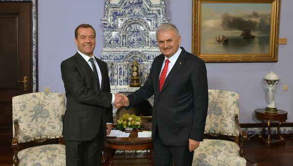 Премьер-министр Дмитрий Медведев встретился с премьер-министром Турции Б. Йылдырымом - Sputnik Азербайджан