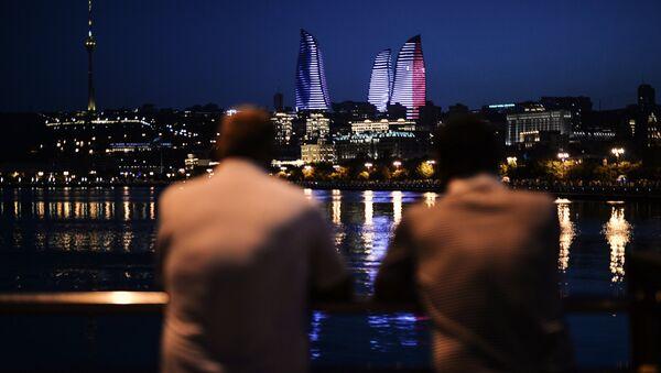 Люди на набережной в Баку, фото из архива - Sputnik Азербайджан