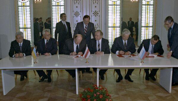 Подписание Соглашения о ликвидации СССР и создании Содружества Независимых Государств - Sputnik Азербайджан